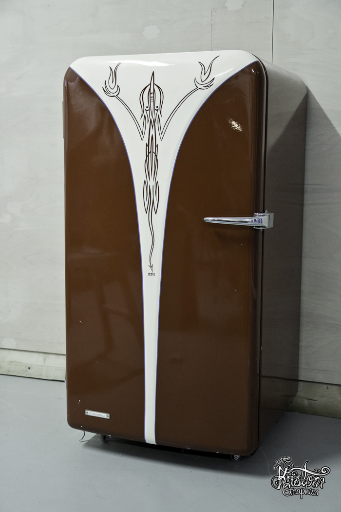 vintage-pinstriped-fridge-1